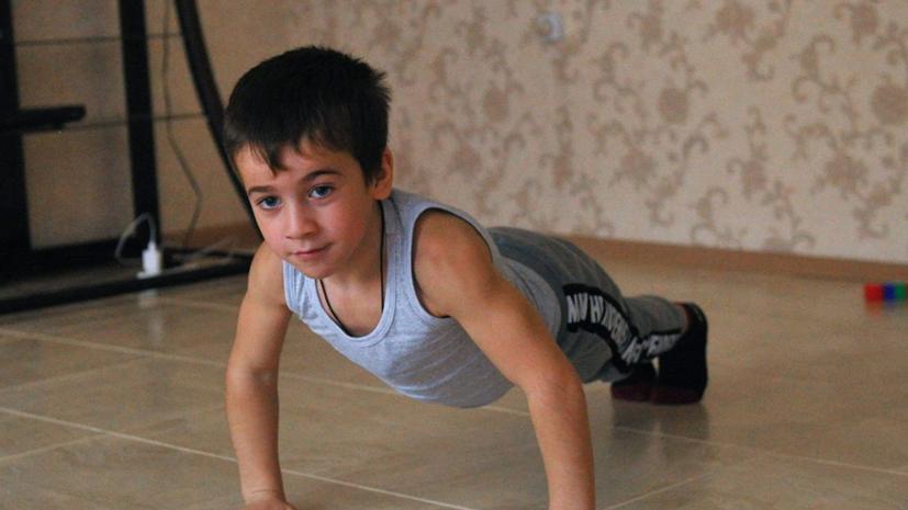 Шестилетний россиянин установил мировой рекорд по отжиманию на брусьях
