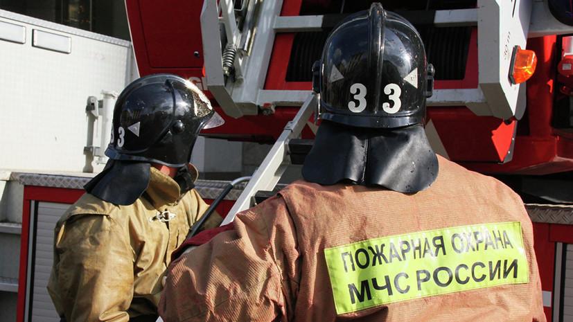 Пожар на площади 350квадратных метров тушат в Приморье