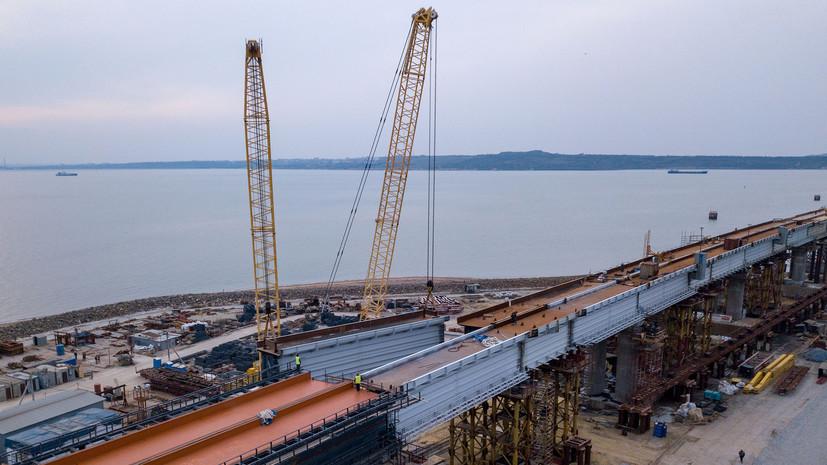 Пути на полуостров: на Крымском мосту завершили установку всех железнодорожных пролётов