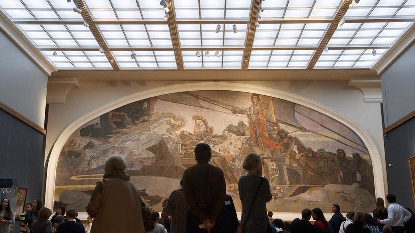 «В поддержку современного искусства»: обнажившийся в Третьяковке художник объяснил мотивы своего поступка