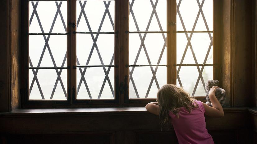 «Лучше забрать живого ребёнка, чем труп»: как и почему органы опеки изымают детей