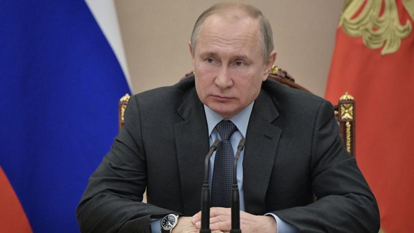 Путин поручил составить проект стратегии развития Арктической зоны