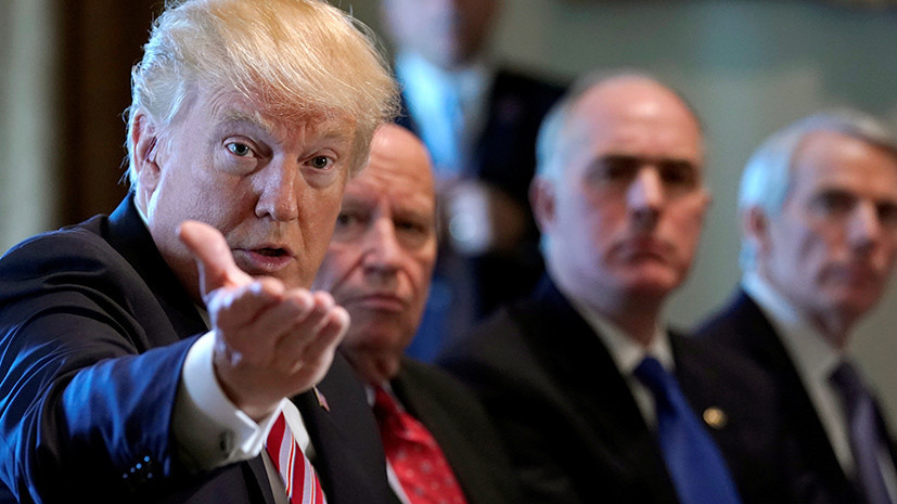 «Подарок для Трампа»: почему истеблишмент США добивается публикации доклада Мюллера