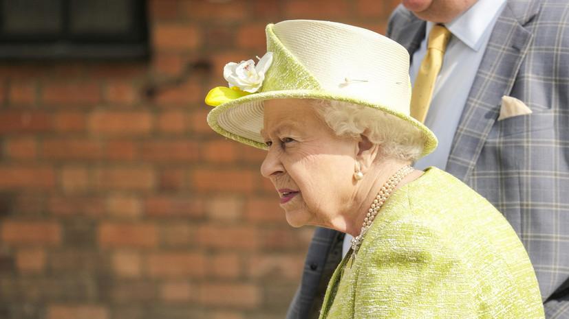 Елизавете II посоветовали не ездить по дорогам общего пользования