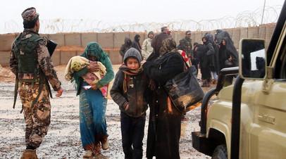 Беженцы из лагеря «Эр-Рукбан»