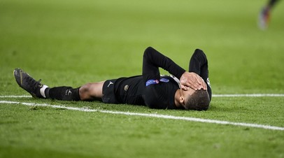 Футболист «Пари Сен-Жермен» Килиан Мбаппе после поражения от «Манчесте Юнайтед» в Лиге чемпионов