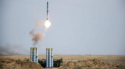 Пуск ракеты из зенитного ракетного комплекса (ЗРК) С-400 «Триумф»