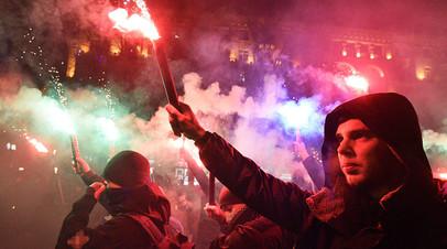 Участники факельного шествия националистов, приуроченного к 110-й годовщине со дня рождения Степана Бандеры в Киеве