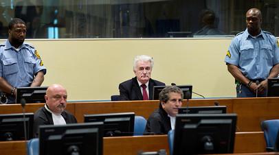 Радован Караджич в зале Гаагского трибунала 20 марта