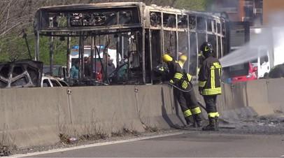 В Италии водитель поджёг автобус с детьми