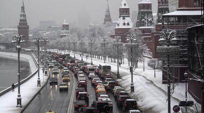 Водителей в Москве попросили пересесть на общественный транспорт из-за непогоды