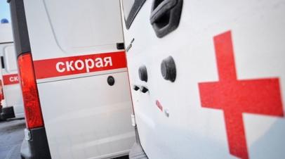В Москве при опрокидывании грузовика на такси погиб один человек