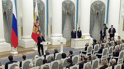 Путин вручил премии молодым деятелям культуры и авторам детских произведений