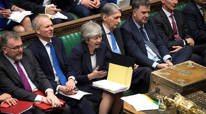 Премьер-министр Великобритании Тереза Мэй выступает в парламенте, 27 марта 2019 г.