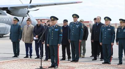 В Казахстане прошла церемония прощания с погибшими при крушении вертолёта военными