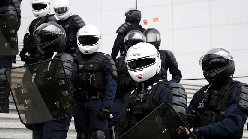 Группа людей напала на префектуру французского департамента Кот-д'Ор