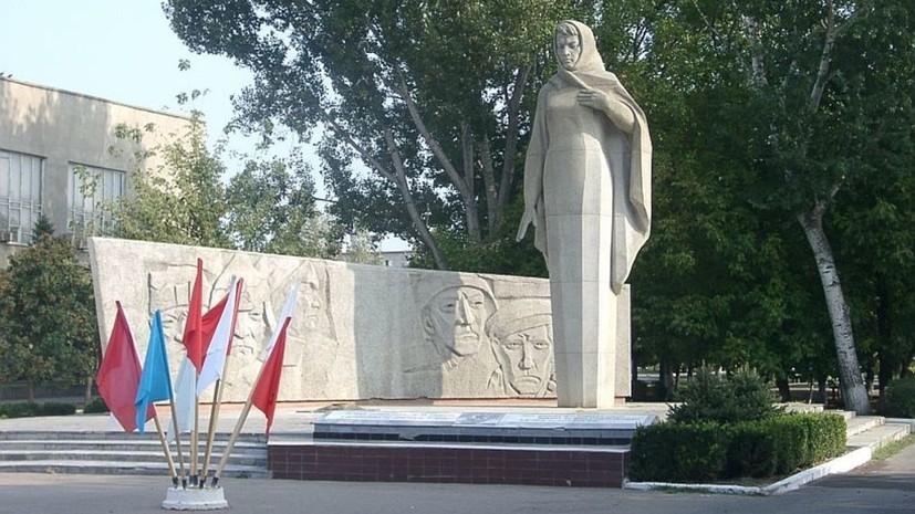 Осквернившие мемориал «Родина-мать» на Ставрополье помыли памятник