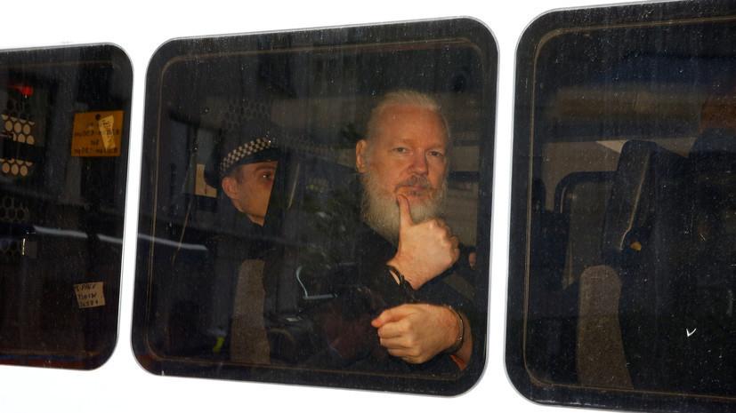 Ассанж не признал себя виновным в отказе сдаться полиции