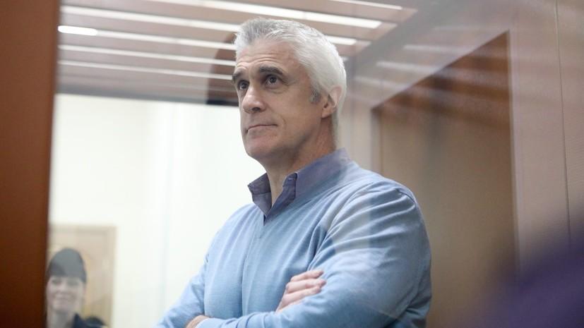 Суд оставил инвестора Майкла Калви под домашним арестом на три месяца