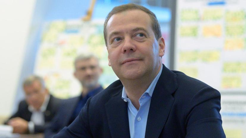 Медведев поздравил россиян с Днём космонавтики