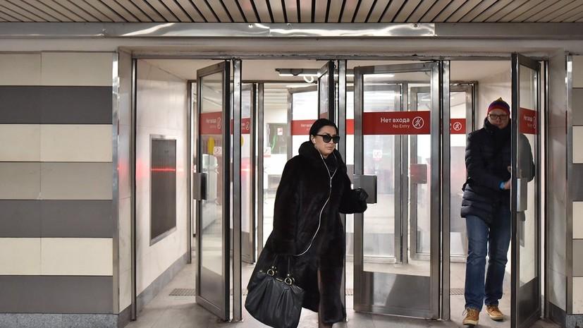 На станциях метро Москвы уберут вторые двери до конца апреля