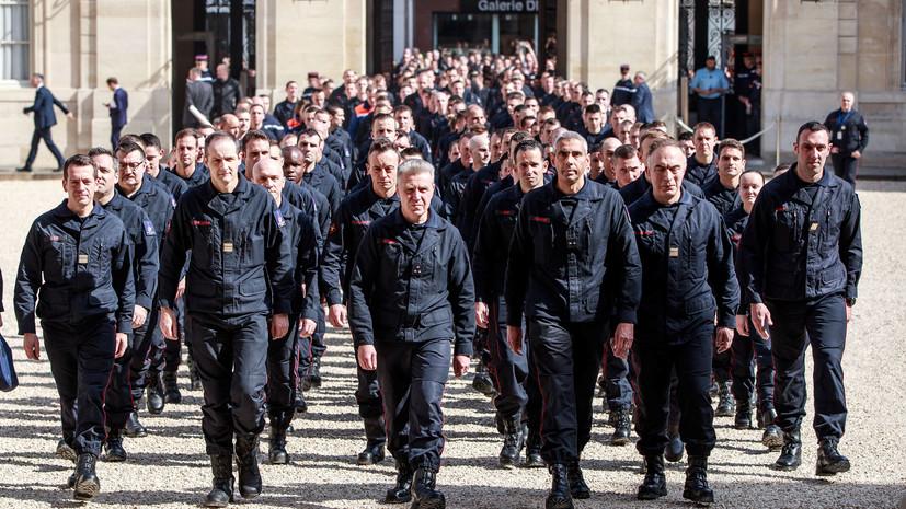 Макрон наградил медалями проявивших героизм при тушении Нотр-Дама пожарных