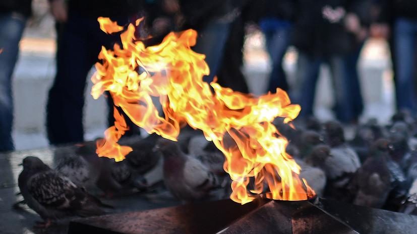 Гревшего воду на Вечном огне в Волгограде мужчину отправили на лечение