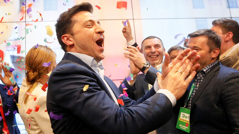 Токаев поздравил Зеленского с убедительной победой на выборах