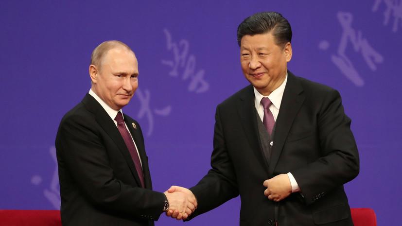 Путин подарил Си Цзиньпину плакат о сотрудничестве СССР и Китая