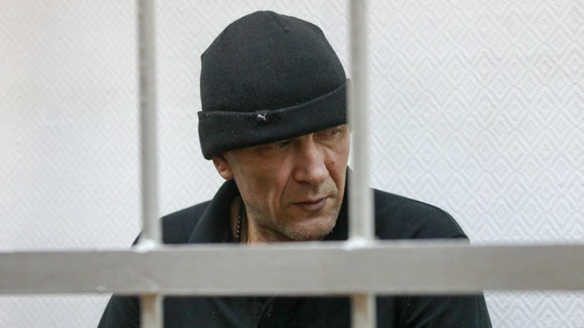 Суд приговорил порвавшего картину Репина мужчину к 2,5 года колонии