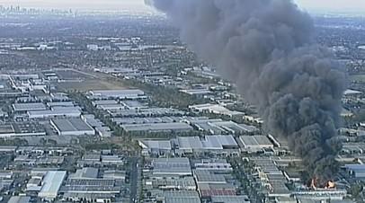 Ядовитый дым от пожара на химзаводе накрыл Мельбурн — видео