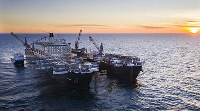 Cудно Pioneering Spirit ведет укладку газопровода в шведских территориальных водах