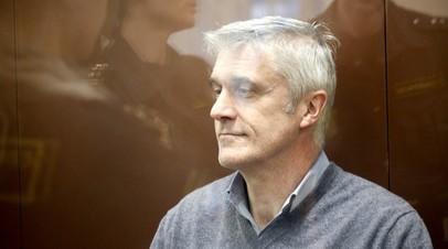 Орешкин оценил решение суда отпустить Калви под домашний арест