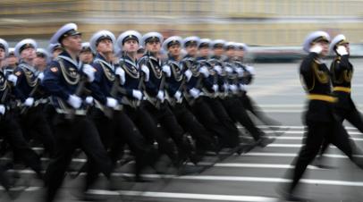 На Дворцовой площади в Петербурге проведут пять репетиций парада Победы