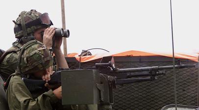 Британский солдат на военных учениях на базе в Криволаке, Македония