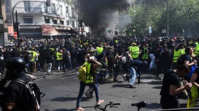 Сожжённые машины и раненый полицейский: 23-я акция «жёлтых жилетов» во Франции переросла в беспорядки