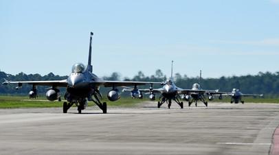 Самолеты F-16 на базе ВВС США Тиндалл, Флорида