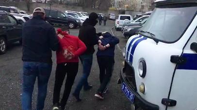 Сотрудники ФСБ РФ во время задержания лиц, причастных к деятельности террористической организации «Муджахеды джамаата Ат-Тавхида Валь-Джихад»**, в Приморском крае