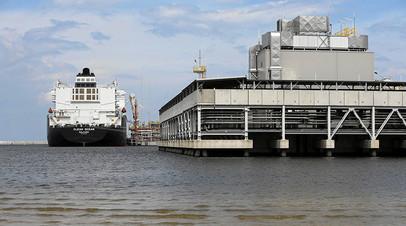 СПГ-танкер Clean Ocean с грузом из США в порту города Свиноуйсьце