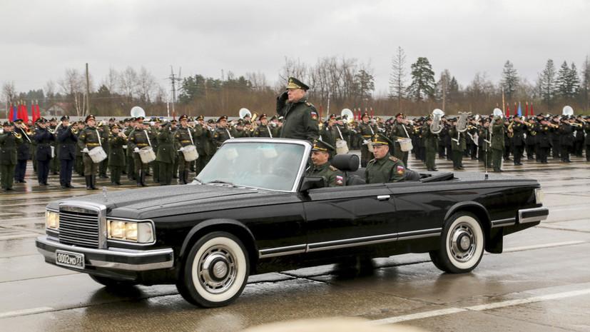 Три кабриолета ЗИЛ-41041 АМГ доставили в Петербург для участия в параде Победы