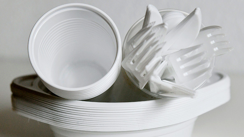 «Поддерживаем мировую тенденцию»: в Минприроды готовят запрет на одноразовую пластиковую посуду