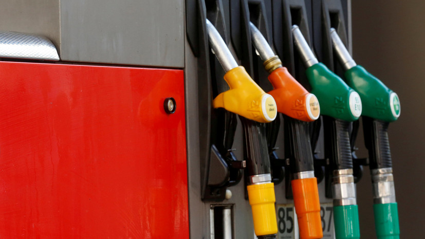 Росстат зафиксировал за неделю повышение цен на бензин на копейку
