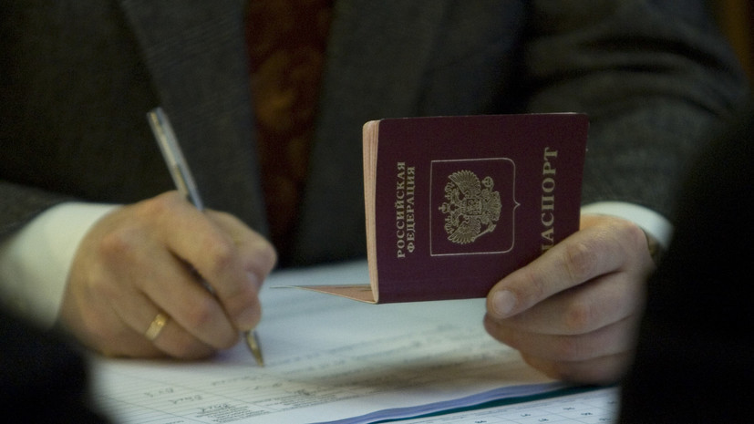 Киев отказался признавать выданные жителям Донбасса паспорта России