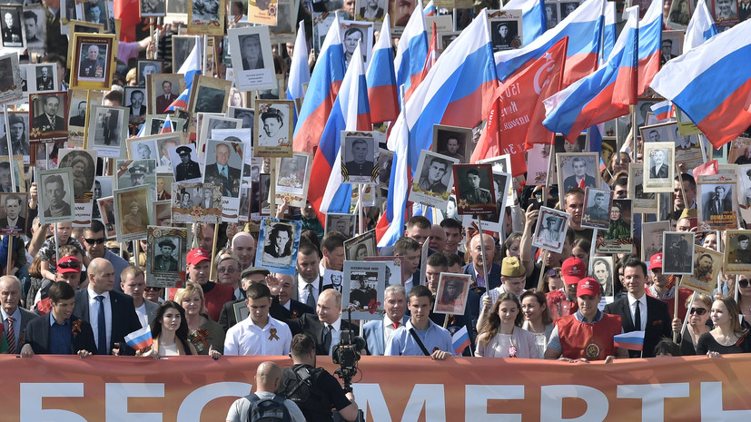 В шествии «Бессмертного полка» в Москве участвуют 700 тысяч человек