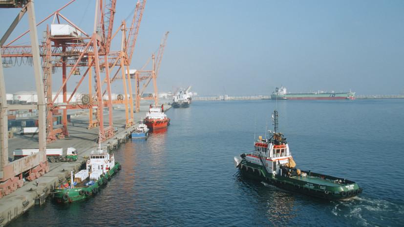 СМИ: Взрывы произошли в порту ОАЭ при пожаре на нефтяных танкерах
