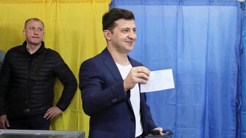 Зеленского оштрафовали на $32,4 за показанный избирательный бюллетень