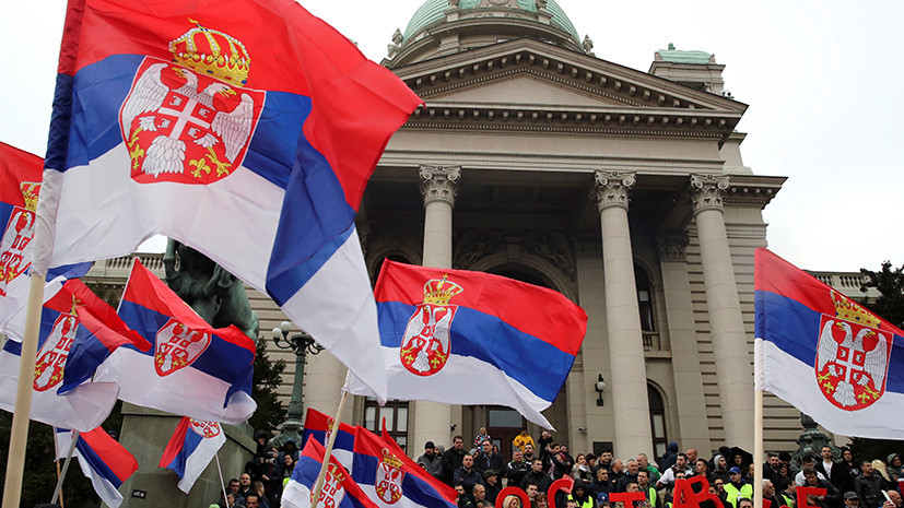 «Преграда для вступления в Евросоюз»: в Брюсселе заявили о риске возникновения «авторитаризма» в Сербии