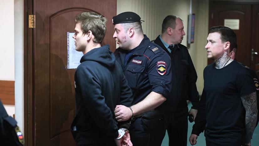 Полиция не нашла следов насилия у упавшей с балкона в Чехии россиянки