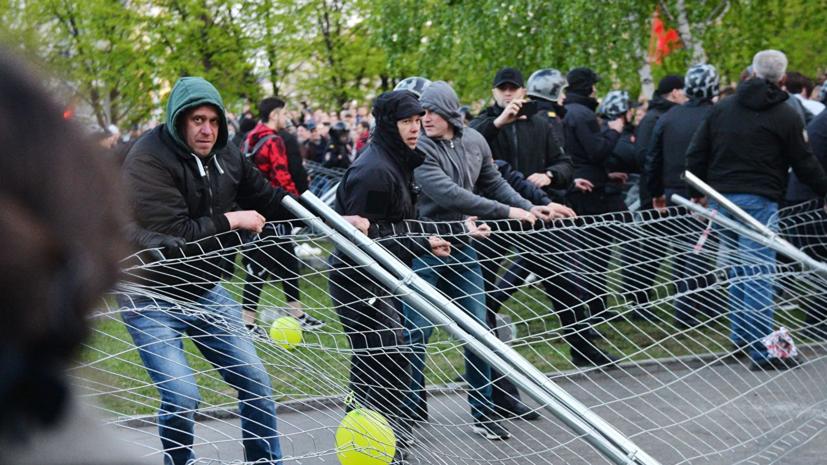 ОМОН оттесняет протестующих против строительства храма в Екатеринбурге