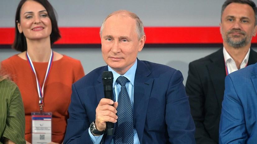 Путин рассказал, как на руках носил пожилую соседку в доме без лифта